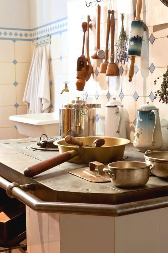 19th century kitchen