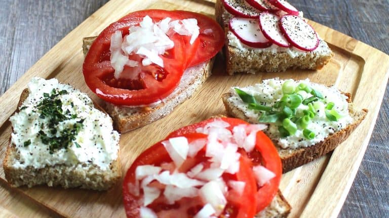 Tomato Sandwich with Onions